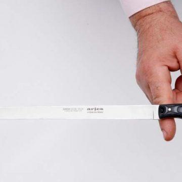Logo y características del cuchillo Jamonero Aries de A Pedra das Meigas