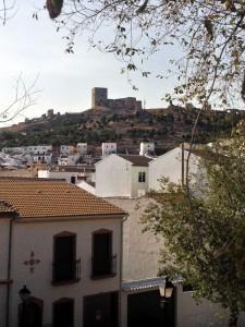Vista del Castillo de La Estrella (Teba) desde la zona de exposición en la Feria-Mercado del Queso Artesano de Andalucía 2015