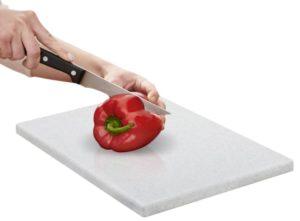 Cortando sobre tabla de metaltex efecto granito - Cuchillalia