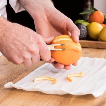 cuchillalia-3-claveles-04813-usando-acanalador-naranja