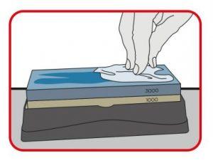 Limpiar la piedra y el cuchillo después del afilado.